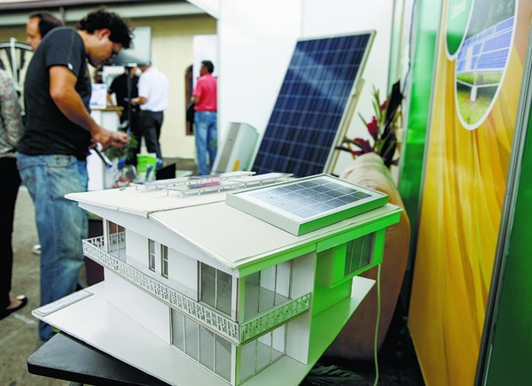 Sibo Energy (arriba), especializada en la instalación de paneles solares, fue incubada en Parque Tec