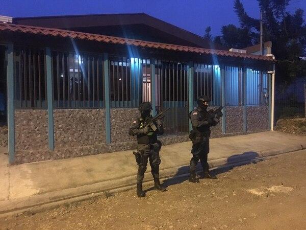 La Policía de Migración desplegó un operativo para desarticular una organización dedicada a la trata y tráfico de personas. Foto: Migración para LN