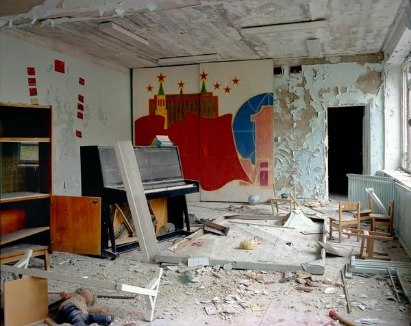 Un salón de música en una escuela en Pripyat en el 2005. Foto David McMillan.