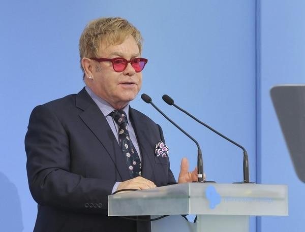 Elton John habló en una conferencia el sábado en Kiev, donde defendió a los homosexuales.
