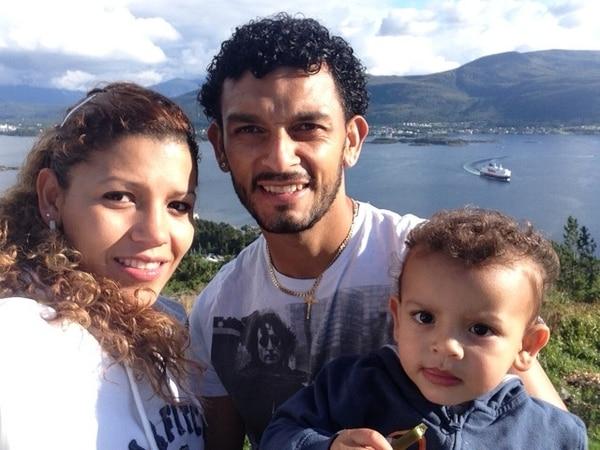 Andrea Apú, Michael Barrantes y su pequeño hijo Arjen, en uno de los paseos familiares que realizan frecuentemente en Noruega. | ANDREA APÚ PARA LN