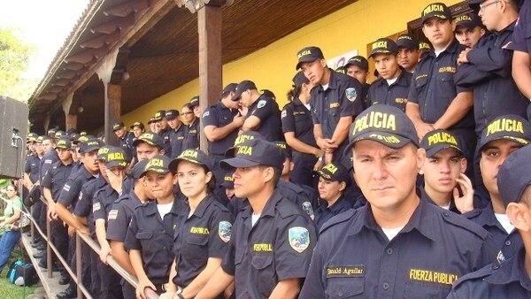 Cada vez más mujeres se integran a la policía. | PAÚL GAMBOA PARA LN.