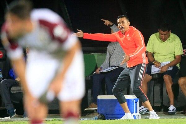 Wálter Centeno vivió intensamente el juego en el que Grecia empató 2 a 2 contra Saprissa, en la fecha 17 del Torneo de Clausura 2018. Fotografía: Rafael Pacheco.