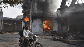 Violencia entre hindúes y musulmanes sacude Nueva Delhi y deja 27 muertos