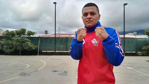 Léster Monsalvo espera su pelea del sábado ante el mexicano Alexis Vergara.