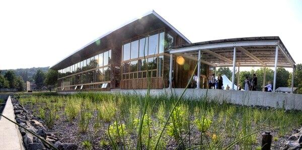 El Centro Omega para la Vida Sostenible es un edificio construido bajo parámetros de sostenibilidad. Se ubica en Nueva York, Estados Unidos.