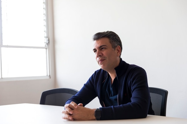 Juan Carlos Campos, exjefe de campaña de Restauración, en entrevista el 12 de marzo en la sede del movimiento de Fabricio Alvarado, en Sabana norte. Fotografía: Alejandro Gamboa Madrigal