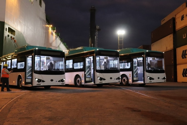 Llegada el 20 de setiembre al puerto de Moín (Limón) de tres autobuses eléctricos donados por Alemania para un plan piloto en Costa Rica. /Agencia de Cooperación Alemana GIZ para LN