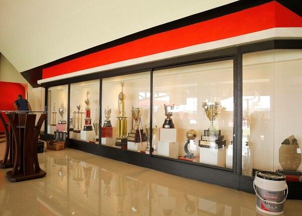 Sala de trofeos del estadio norteño. Fotografía: Albert Marín.