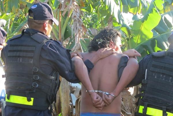 El sospechoso, de apellido Arauz y de 32 años, fue detenido a eso de las 4:30 p. m., en la humilde vivienda donde residía con su compañera y tres hijos de ella, en cuenta la menor agredida. Las autoridades indicaron que este hombre se dedica a trasladar a extranjeros indocumentados. | CARLOS HERNÁNDEZ