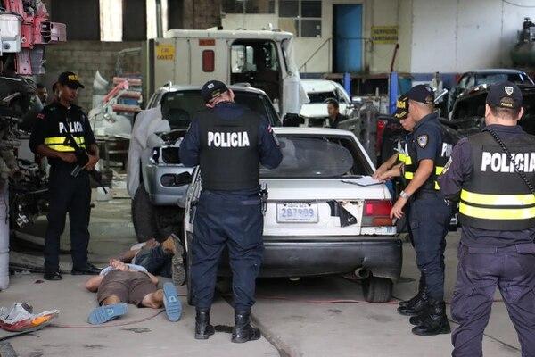 Dos de los delincuentes cayeron cuando intentaron ocultarse en un taller mecánico, el tercero fue detenido en las cercanías.