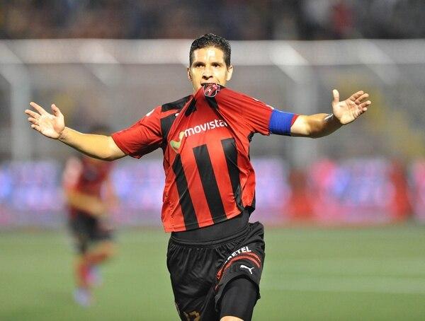 En su buen paso con Alajuelense, Pablo Gabas lució en muchas ocasiones al banca del capitán.