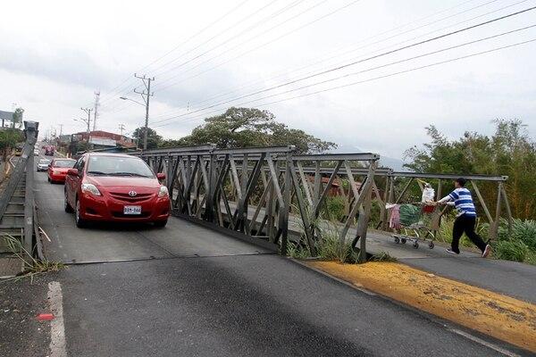 Los bailey fueron colocados en la entrada a Tibás desde el 2010. | ARCHIVO.