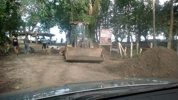 La cercanía de las obras con la playa y el refugio Gandoca Manzanillo, es motivo de preocupación para miembros de la comunidad que se oponen a que continúen desarrollándose. Foto: Cortesía para LN