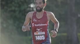 Atleta Javier Fernández se expone a sanción de dos años por participar en carreras sin aval