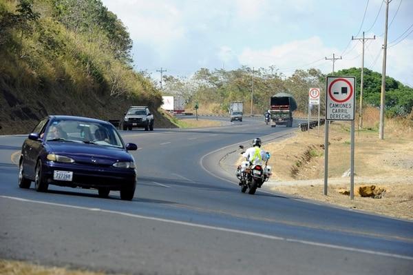 La carretera entre San José y San Ramón es utilizada a diario por 84.000 carros, según estimaciones del MOPT. | ALONSO TENORIO