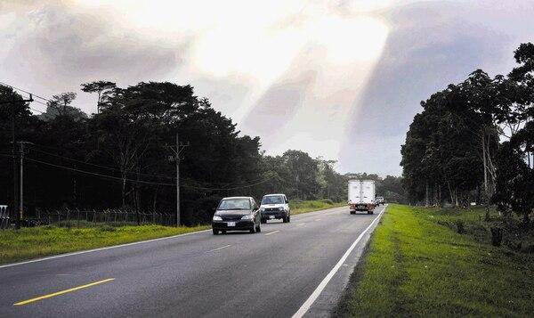 Vista de un tramo de la ruta 32 hacia Limón localizado a la entrada de Guápiles. El pasado 2 de diciembre la Setena autorizó la viabilidad ambiental para ampliar la ruta 32 que lleva hacia Limón.