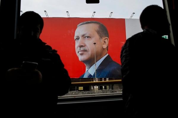 Según los resultados del refendo constitucional en Turquía, los turcos votaron por modificar la constitución y ampliar los poderes de su presidente.
