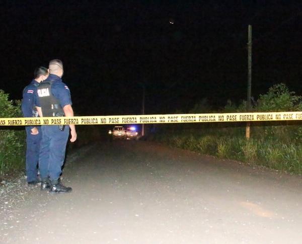 El hallazgo del cuerpo se produjo el jueves cerca de las 9 p.m. en la comunidad de Carambola de Guácimo, Limón. Foto de Reiner Montero.