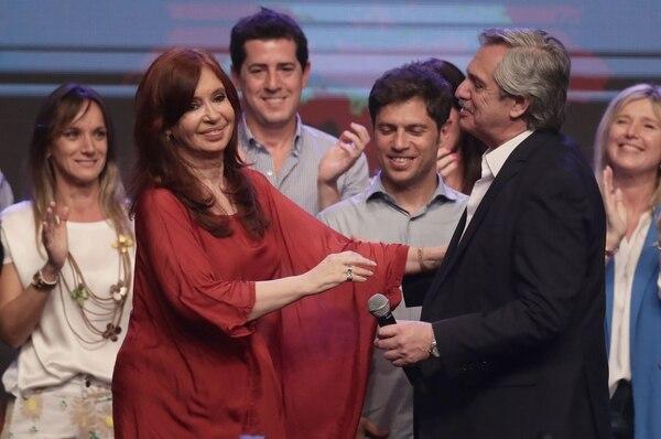 El presidente electo argentino, Alberto Fernández, y su compañera de papeleta, Cristina Fernández, compartieron la celebración del triunfo electoral, el domingo 27 de octubre del 2019 en Buenos Aires.
