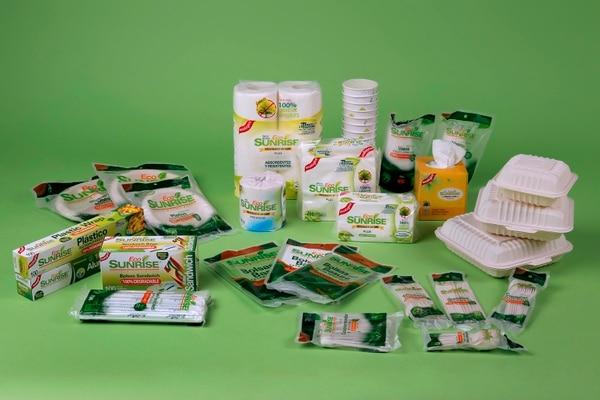 Productos biodegradables y reutilizables de la marca Eco Sunrise. El ácido poliláctico (PLA) permite un acabado similar al plástico, pero su descomposición es más rápida. Fotos: Mayela López.