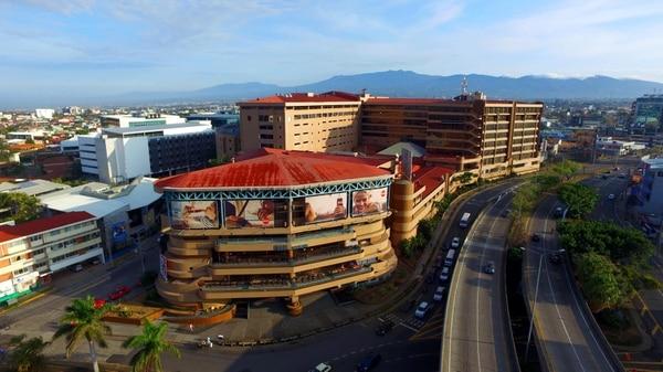 El Mall san Pedro abrió sus puertas en junio de 1995 y ahora se prepara para vivir su primer gran remozamiento físico.