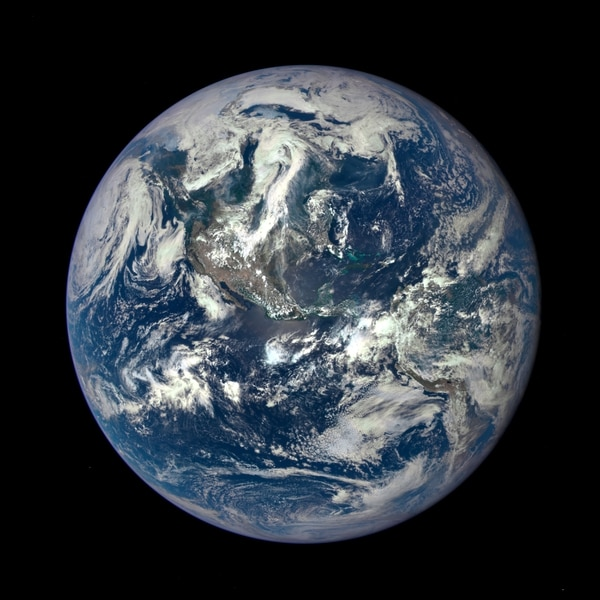Los científicos han tratado siempre de determinar si el agua, que cubre dos tercios de la superficie terrestre, estaba presente desde su formación o llegó más tarde, con un cometa o meteorito.