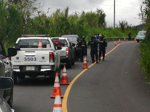 Cuerpos policiales acudieron al sitio para extraer las evidencias. Foto: Keyna Calderón, corresponsal GN