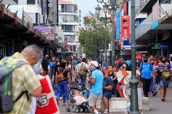 La recesión en la actividad turística, comercio y otros servicios continúa afectando los resultados de la producción fuera de los regímenes especiales. Fotografía: Juan Fernando Lara para LN.