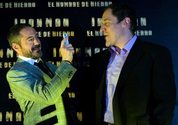 Jon Favreau y Robert Downey Jr. en la premiere de 'Ironman' en México.