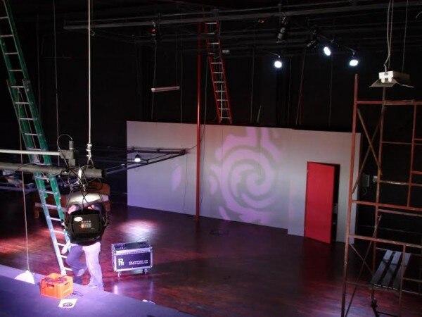 Escenario del Teatro La Fortina (Heredia), donde se estrenará la comedia Fuego en el sótano .