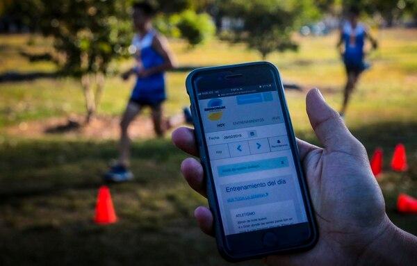 Hypoxic creó una aplicación llamada Sensorium para ofrecer un plan de entrenamiento mucho más personalizado a sus atletas. En la app se registran varios parámetros para medir el trabajo y avance de cada uno de ellos. Foto: Alonso Tenorio
