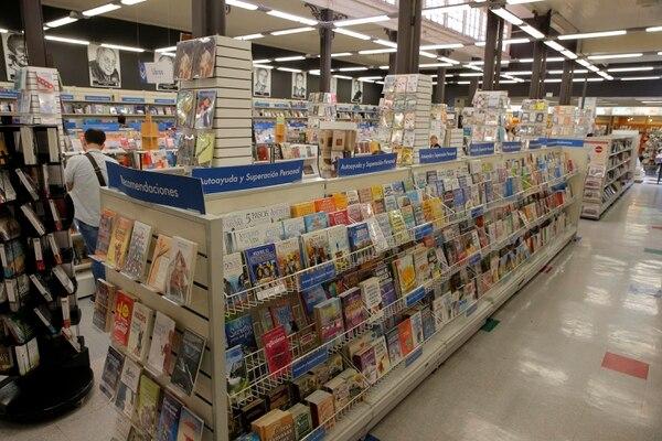 Alrededor de siete décimas partes de la venta de libros corresponden a literatura y particularmente a novelas, especialmente europeas donde la oferta es mayor. (Foto Mayela López)