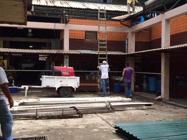 La remodelación del techo es una de las prioridades en las obras en el mercado de Limón.