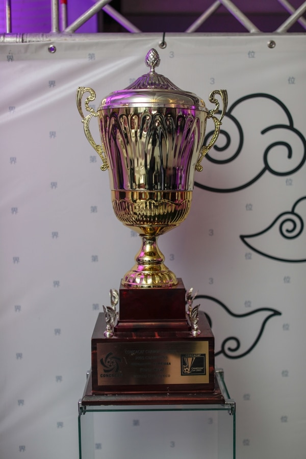 Este fue el trofeo del tercer lugar del Mundial de Clubes Japón 2005. Foto: José Cordero