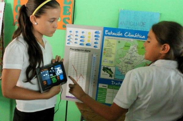 Aparte de lluvia, los estudiantes miden la temperatura. Los datos se toman diariamente, pero el análisis se hará cada semana.