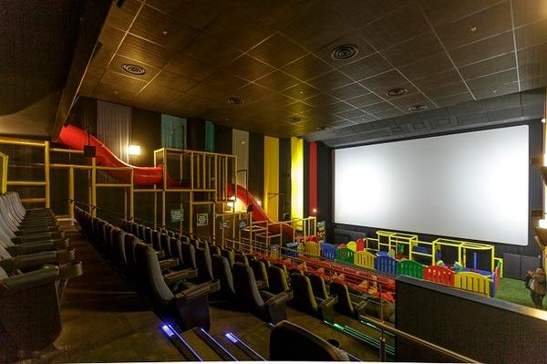 La Sala Junior cuenta con un tobogán de 10 metros y área de juegos.