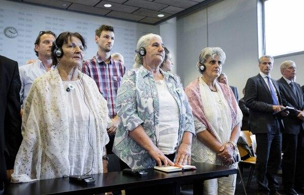 Varias mujeres bosnias de la Fundación Madres de Srebrenica escucharon ayer el veredicto del juicio contra el Estado holandés por la muerte de 300 musulmanes. El fallo se dio a conocer en La Haya. | EFE