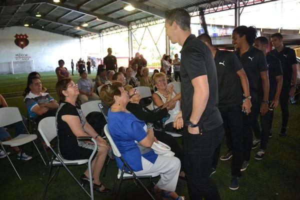 Varios jugadores de Alajuelense acudieron a la vela, entre ellos Pablo Gabas, Jameson Scott, Kenneth Cerdas, José Luis Cordero, Luis Sequeira y Darío Alfaro.