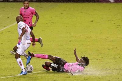 Santos soportó el vendaval ante el Plaza Amador y sacó un gran botín en Liga Concacaf