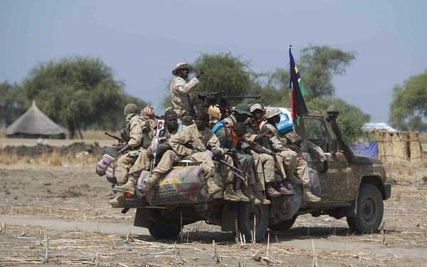 El ejército sursudanés lanzó en abril una ofensiva contra las fuerzas rebeldes en el departamento de Mayom, zona petrolera importante antes de quedar destruida en los combates.
