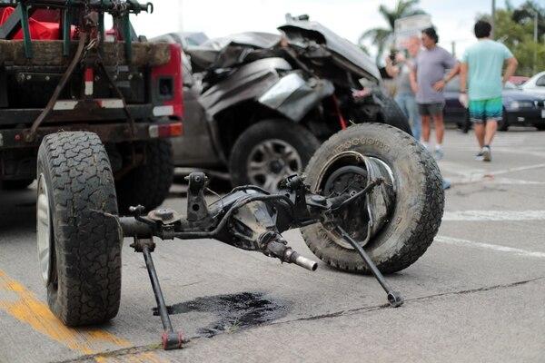 Aunque hay menos vehículos en carretera por la restricción, algunos aprovechan para correr más. La Policía de Tránsito hace un llamado a la prudencia. Alonso Tenorio