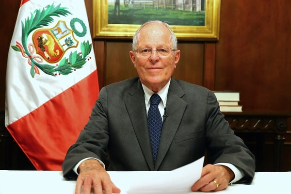 A handout picture distributed by the Peruvian Presidency shows President Pedro Pablo Kuczynski addressing the Nation on television the evening of December 13, 2017. The Brazilian construction company Odebrecht, prosecuted for corruption, admitted that it paid almost 5 million dollars for consultations to two companies linked to the current president of Peru. Kuczynski, now 79, was minister of the government of Alejandro Toledo (2001-2006). Two of its consultants are related to the interoceanic highway, for whose concession Odebrecht admits that it bribed Toledo with 20 million dollars, one whom waits for an order to be extradited from the United States. / AFP PHOTO / Peruvian Presidency / HO