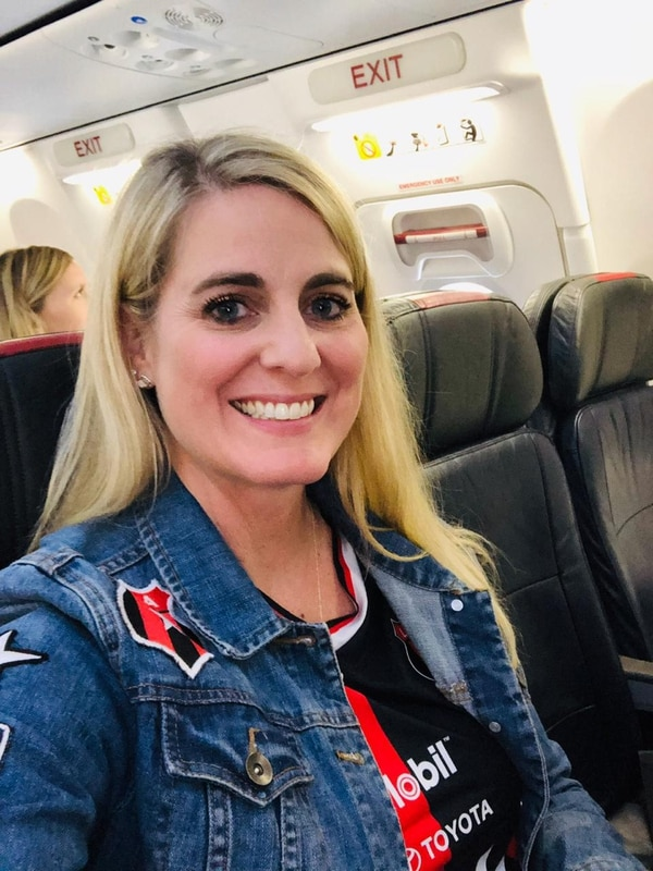 Tara Key desde el avión viene identificada con los colores de la Liga. Fotografía: Cortesía