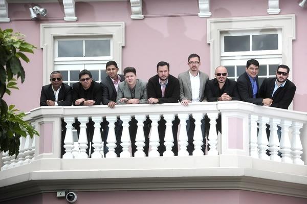 Rafael Mora, Andrés León, Marco Vargas, David Carvajal, Marcial Flores, Walter Flores, Allan Estrada, Alfredo Poveda, Alejandro Castro; ellos son los integrantes de Son de Tikizia. En la foto faltan Miguel Rojas y Ricardo Wint.