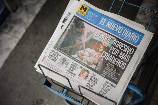 Ejemplares de 'El Nuevo Diario', ahora en tamaño tabloide, se exhibían en un escaparate en Managua, este martes 30 de julio del 2019.