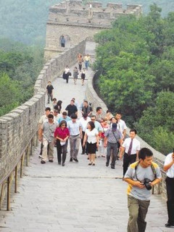 La visita de la presidenta, Laura Chinchilla, a China permitió reactivar el interés por conquistar al turista de ese país asiático, pese a problemas como la distancia, el idioma y la exigencia de visa. | MERCEDES AGUERO