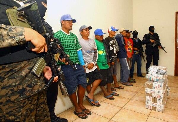Las autoridades de El Salvador se incautaron de 50 kilos de droga y capturaron a seis personas que se encontraban cerca del lugar donde estaba el cargamento en la zona de la Costa del Sol.