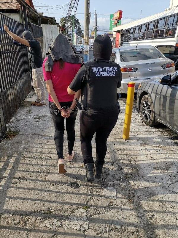 La foránea apellidada Robles, de 25 años fue trasladada a la Fiscalía, donde será indagada en las próximas horas. Foto: Cortesía OIJ