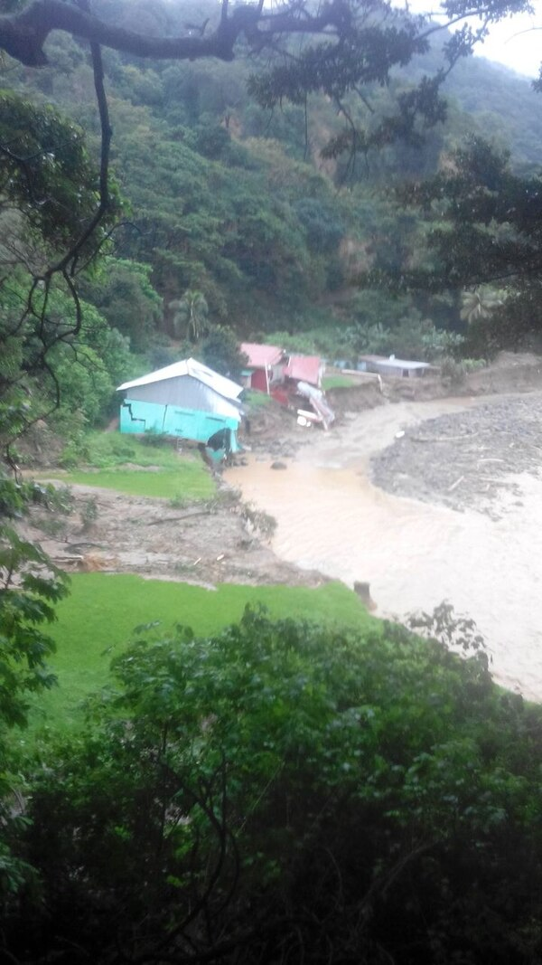 Al parecer, el poblado de Agua Caliente en Montes de Oro, Puntarenas, quedó gravemente afectado.